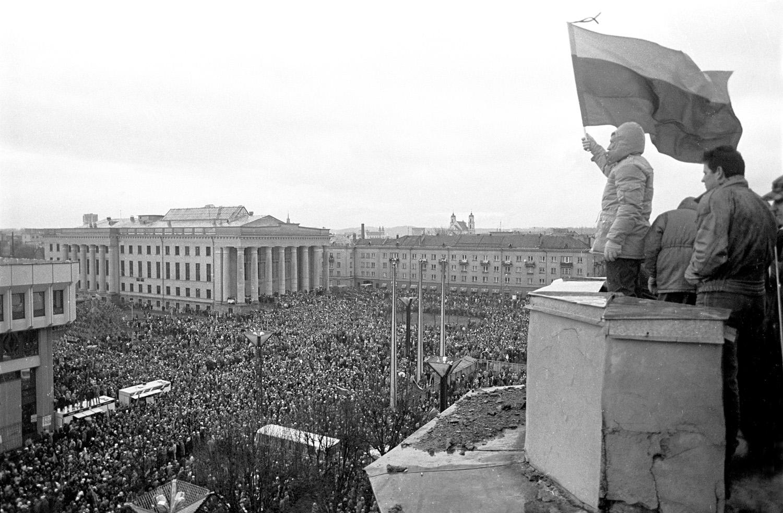 1991-01-13 - Prie Seimo