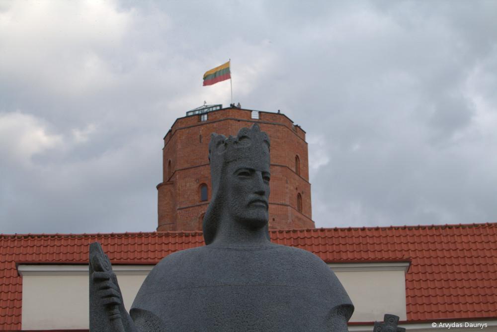 Paminklas Karaliui Mindaugui, Gedimino pilis