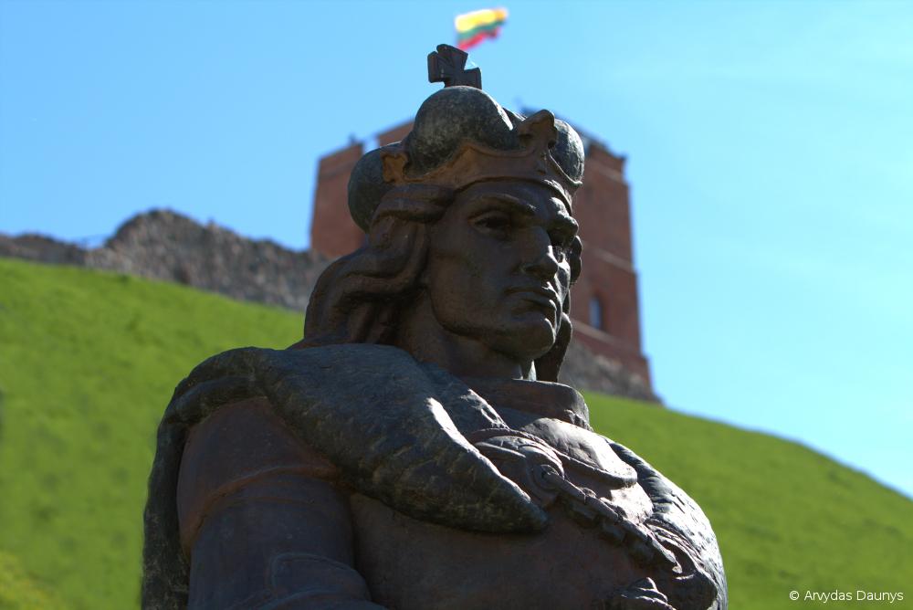 Vytauto statula Gedimino kalno papėdėje