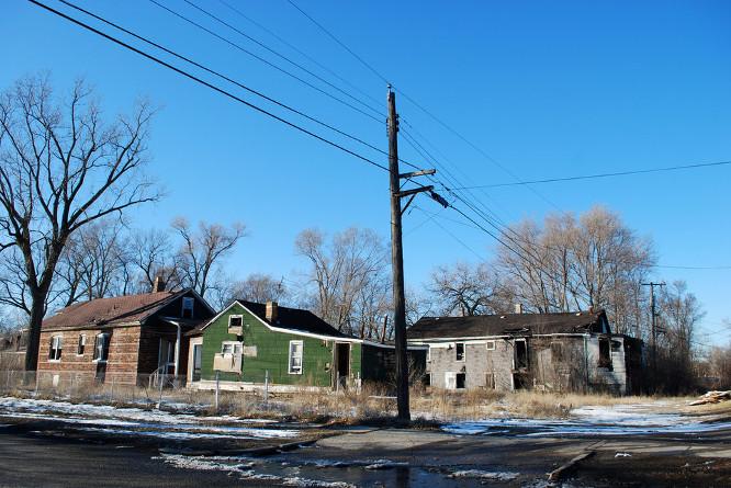 Nykstančiuose miestuose apleisti namai