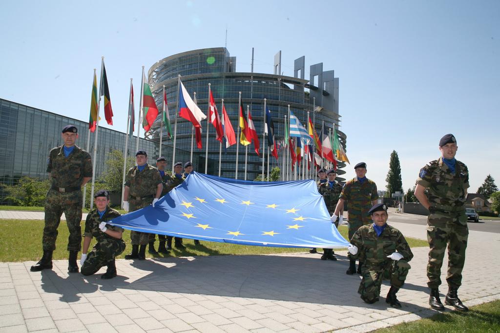 Vieningos Europos gynybinės bendrijos link