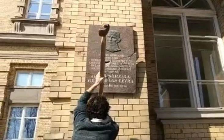 Atminimno lentos Jonui Noreikai - Generolui Vėtrai sudaužymas
