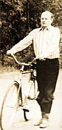 Z.Vaišvila su dviračiu